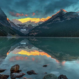 Pierre Leclerc Photography - First light on Victoria glacier