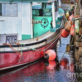 Tatiana Travelways - Fishing boat at Peggy