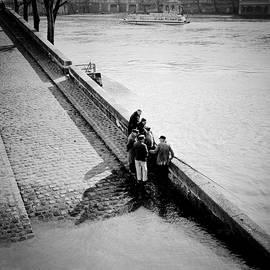 Fishing in Quais de Seine Paris. by Cyril Jayant