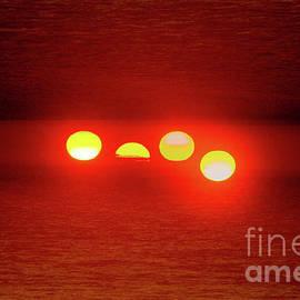 Thomas Carroll - Four Suns of the Red Horizon