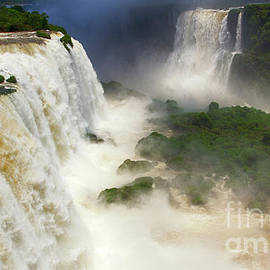 Foz do Iguacu 1 by Bob Christopher