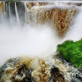 Foz do Iguacu 3 by Bob Christopher
