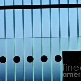 Sarah Loft - Frankfurt Airport Abstract 2