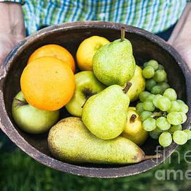 Mythja Photography - Fresh fruit in hands