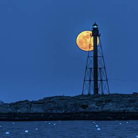 Jeff Folger - Full moon above Marblehead Light