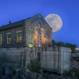 Susan Rissi Tregoning - Full Moon at Falls Overlook