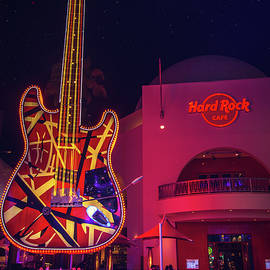 Lynn Bauer - Full Moon Over the Hard Rock Cafe