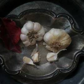 Garlic and silver by Toni Hopper