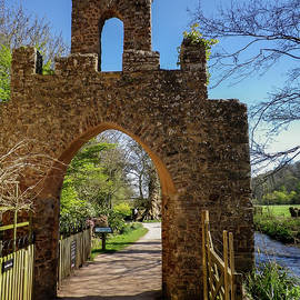 Richard Brookes - Gateway Arch At Dunster Castle Somerset