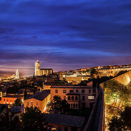 Artur Bogacki - Girona City at Twilight