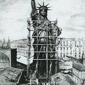Giving the Statue of Liberty to United States ambassador - American School
