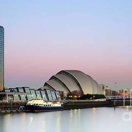 Maria Gaellman - Glasgow River Clyde at Sunrise
