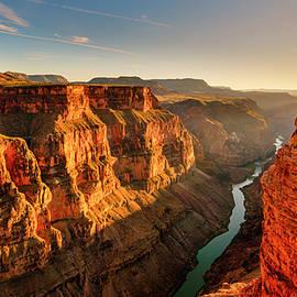 Radek Hofman - Gleaming Canyon