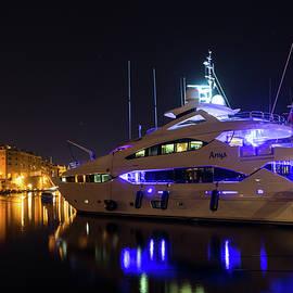 Georgia Mizuleva - Glossy Vittoriosa Marina in Ultra Violet and Cyber Yellow