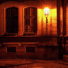 Jenny Rainbow - Golden Light of Night Street