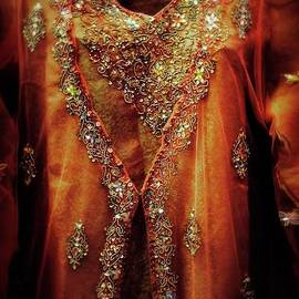 Mythja Photography - Golden oriental dress