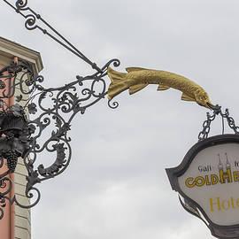 Teresa Mucha - Golden Pike Sign Heidelberg