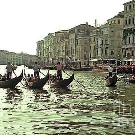 Tom Wurl - Gondola Race in The Grand Canal