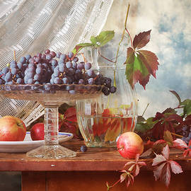 Nikolay Panov - Grapes and Apples in Fall