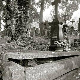 Oliver Novak - Grave Escape