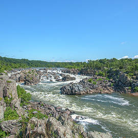 Great Falls Of The Potomac River Ds0086 by Gerry Gantt
