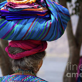 Guatemalan traditional crafts by Tatiana Travelways