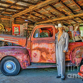 Priscilla Burgers - Hackberry Garage On Historic Route 66