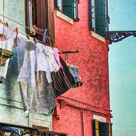 Lisa Lemmons-Powers - Hanging Out to Dry