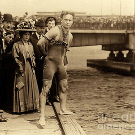 Harry Houdini in chains, New York Harbor - American School