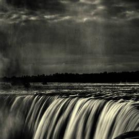 Roger Passman - Horseshoe Falls B W