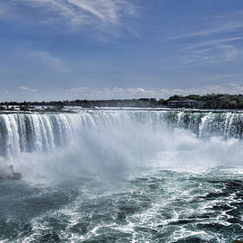 Horseshoe Falls by Stephen Stookey