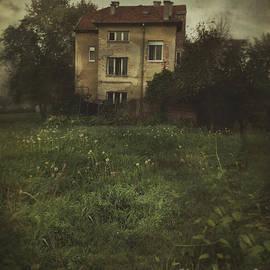 Mythja Photography - House in storm