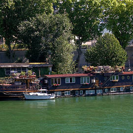 Sally Weigand - Houseboat on Seine