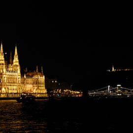 Joe Bonita - Hungarian Parliament and Chain Bridge
