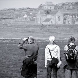 Ray Devlin - Iona Abbey Tourists