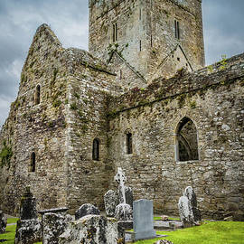 RicardMN Photography - Jerpoint Abbey and old gravestones
