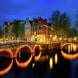 Keizersgracht - Amsterdam, Netherlands by Nico Trinkhaus
