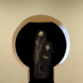 Keyhole Figures by Richard Reeve