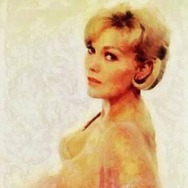 Mary Bassett - Kim Novak, Actress