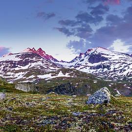 Dmytro Korol - Crimson Peaks