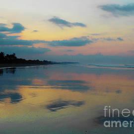 Felipe Adan Lerma - la Casita Playa Hermosa Puntarenas - Sunrise One - Painted Beach Costa Rica