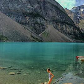 Lake Moraine with kayaks by Patricia Hofmeester