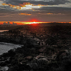 Miroslava Jurcik - Last Light Over North Head Sydney