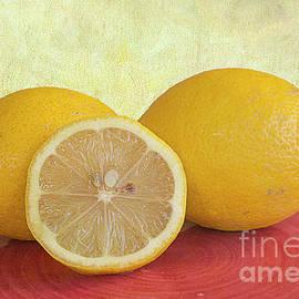Elisabeth Lucas - Lemons