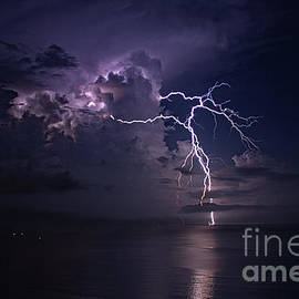 Lightning Dancing by Bob Hislop