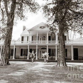 Linden Historic house in Natchez by Patricia Hofmeester