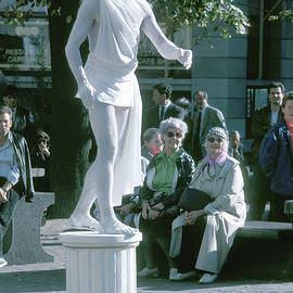 Living Statue by Jerry Griffin