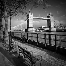 Melanie Viola - LONDON Tower Bridge