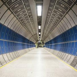 Marius Comanescu - London Underground tunnel at London Bridge station