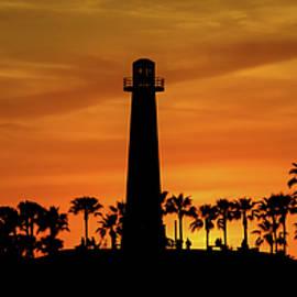 Long Beach Lighthouse by T A Davies